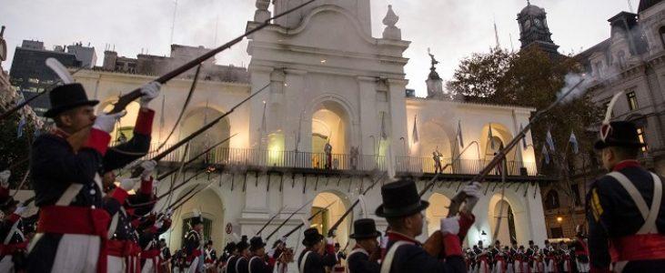 Obelisco de Buenos Aires completa 81 anos na Semana de Mayo Argentina 2